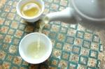 Une infusion de thé en feuille